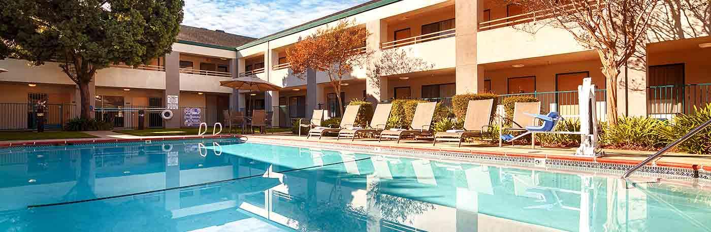 outdoor pool - concord ca hotel