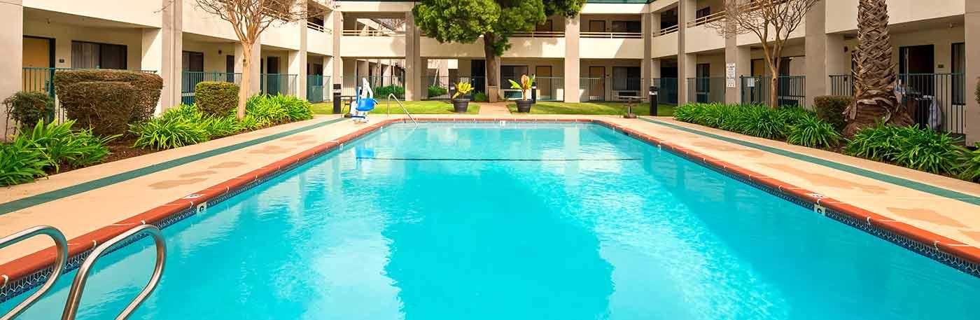outdoor pool - Martinez CA hotel